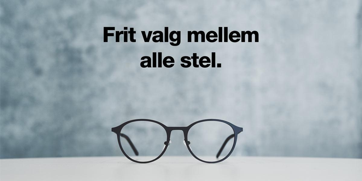 sort nordic brille grå væg
